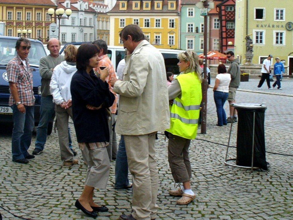 Natáčení nového filmu na chebském náměstí Krále Jiřího z Poděbrad