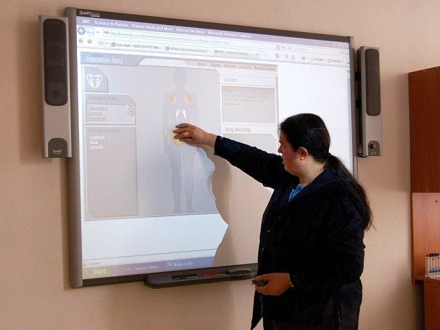 PROJEKT SKONČIL. Vyučující i studenti české a německé zdravotnické školy se sešli ke společnému ukončení projektu vzdělávání zdravotnického personálu.