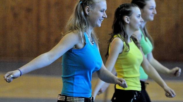 1c049294fb2 FOTO  Děvčata ve Skalné soutěžila v aerobicu - Chebský deník
