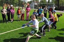 ZABRAT A TÁHNOUT,  přetahovaná dala zabrat všem soutěžícím. Žáčci Dolního Žandova se svými dobrými výsledky v této disciplíně spolupodíleli na celkovém druhém místě školy.