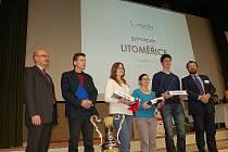 V aule chebské 'ekonomky' se uskutečnil už jubilejní 20. ročník dějepisné soutěže, kterou pořádá chebské gymnázium.