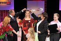 V galavečeru aktivně působili také  zpěvačka Jana Kociánová (na snímku vlevo)  z mariánskolázeňské hotelové školy a moderátor soutěže Miloš Skácel (vpravo) z Mariánských Lázní.