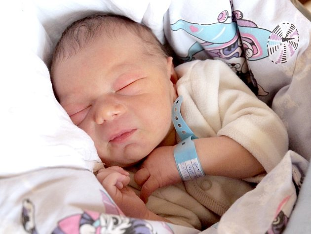 OLIVER PIŠTĚJ bude mít v rodném listě datum narození úterý 5. března v 9.23 hodin. Na svět přišel s váhou 3 350 gramů a mírou 51 centimetrů. Z malého Oliverka se raduje doma v Aši bráška Tadeášek, maminka Jana a tatínek Filip.