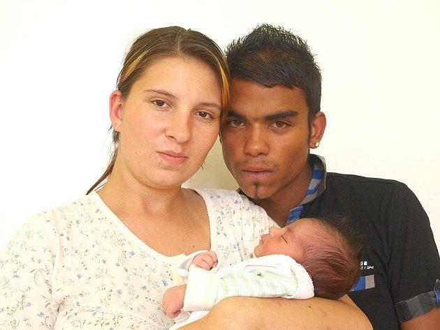 TOMÁŠ NOHA přišel na svět ve středu 14. září v 18.12 hodin. Při narození vážil 3080 gramů a měřil 50 centimetrů. Doma v Chebu se z malého Tomáška těší maminka Michaela spolu s tatínkem Tomášem.