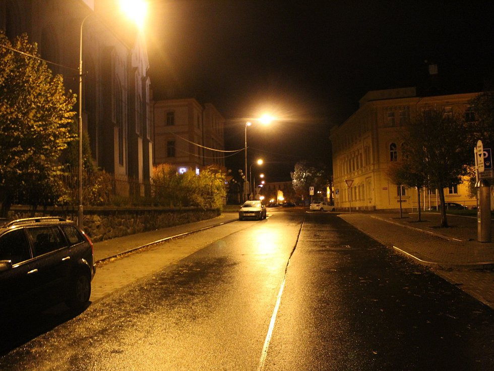 Po 21. hodině bylo centrum Chebu naprosto vylidněné.