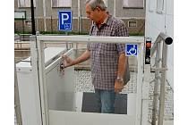 Plošina pro vozíčkáře  Finančním úřadě v Chebu