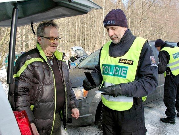 """""""Rozhodně podobné kontroly nepovažuji za šikanu, protože drogy v Chebu nejsou ničím výjimečným,"""" uvedl jeden z kontrolovaných řidičů, Petr Strejc z Chebu."""