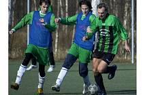 ZÁPAS zimního turnaje ve Františkových Lázních mezi Skalnou a Baníkem Habartov nepřinesl žádnou fotbalovou krásu, ale  skalenským  fotbalistům  přineslo vítězství první tři body v turnaji.