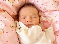 ELIŠKA KUSÍKOVÁ se poprvé rozkřičela v pondělí 24. března v 22.28 hodin. Na svět přišla s váhou 2 750 gramů mírou 47 centimetrů. Z malé Elišky se těší doma v Mariánských Lázních maminka Olga s celou rodinou.