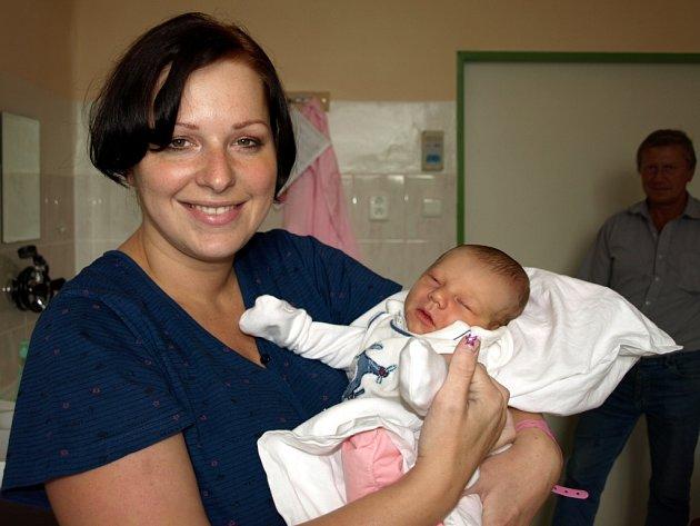 NIKOLAS SEBASTIAN KRÁTKÝ, který se narodil 19. srpna v 8, 45 hodin v chebské porodnici, měřil 53 centimetrů a vážil 3400 gramů.