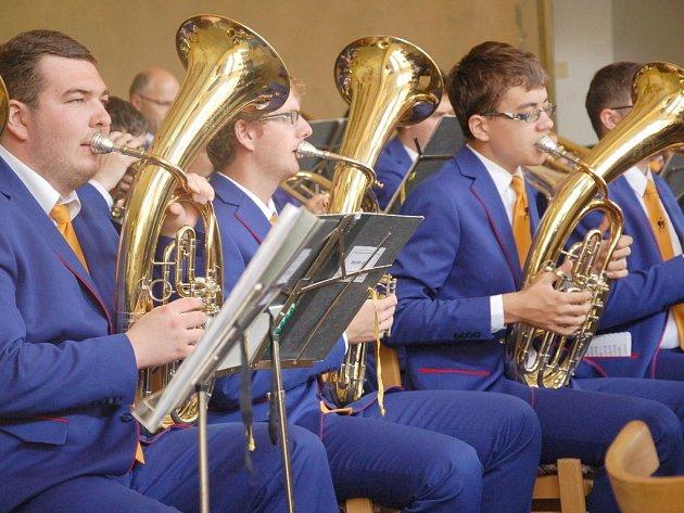 Dvanáct orchestrů, tisíce diváků a všude slyšitelný potlesk. Tak vypadal v pořadí již 22. ročník mezinárodního festivalu mládežnických dechových orchestrů FIJO 2016 v Chebu.