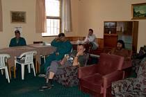30 TISÍC KORUN DOSTALA Z TŘÍKRÁLOVÉ sbírky také chebská noclehárna Betlém. Klienti mají díky tomu  důstojné prostory. Pokoje (snímek před opravou) se  dočkaly rekonstrukce.