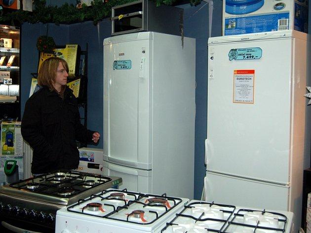 STÁLE SE ZVYŠUJÍCÍ cena elektřiny znamená, že se zákazníci pořád častěji ptají po spotřebičích třídy A s nižší spotřebou elektrické energie. ČEZ jim nyní nabízí možnost fixace ceny silové energie na rok 2010.