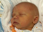 DENIS POSPÍŠIL se poprvé rozkřičel v sobotu 2. ledna ve 23.20 hodin.  Na svět přišel váhou 2810 gramů a mírou 47 centimetrů. Doma v Aši se těší tatínek Tomáš na návrat maminky Jitky a malého Deniska.