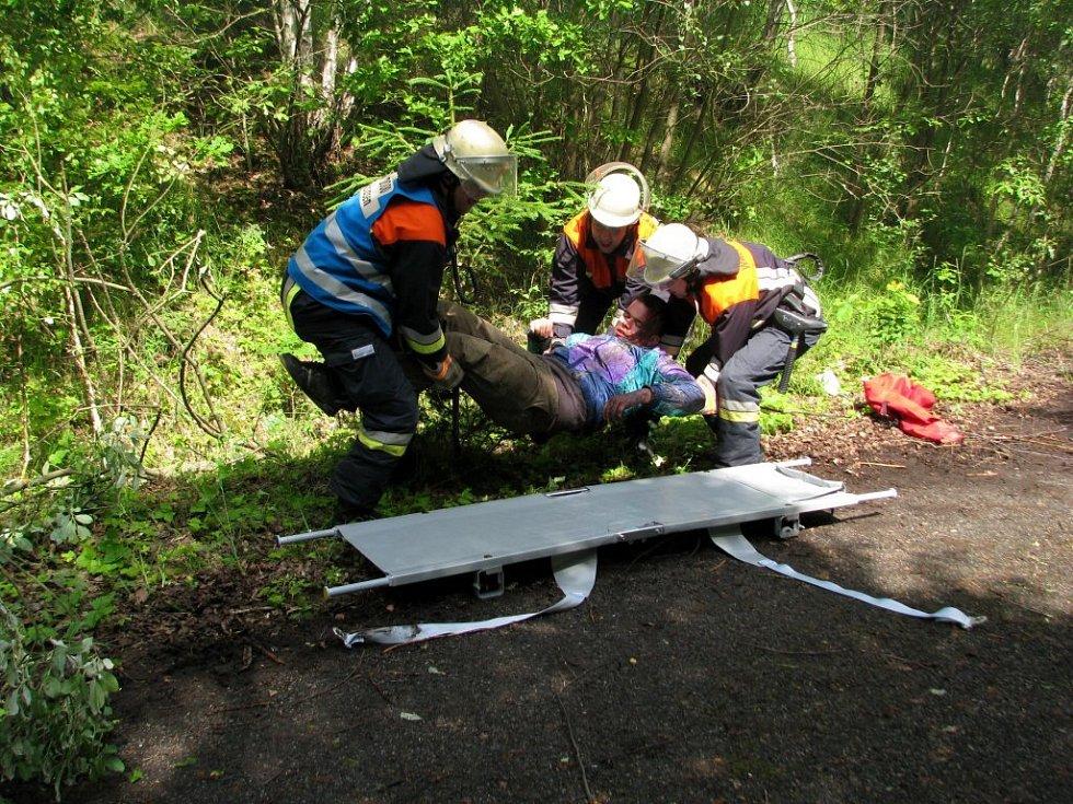 Složky Integrovaného záchranného systému nacvičovaly u Potočiště na Chebsku zásah po zemětřesení