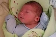 Adámek Buček se narodil 18. září ve 2:26 v sokolovské porodnici, vážil 4.060 g a měřil 53 centimetrů.