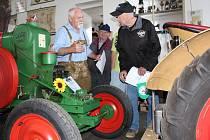 Desítky historických traktorů, veteránů, kol a motorek byly k vidění na v pořadí již jedenáctém srazu starých traktorů a zemědělské techniky ve Skalné.