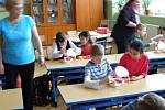 VÝCHOVNÝ PROGRAM na podporu správného čištění zubů si v základní škole v Aši vyslechli tamní žáci.