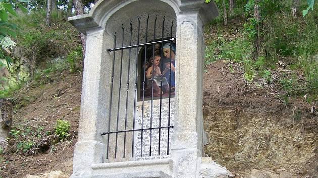 KAPLIČKA na naučné stezce Okolí hradu Seeberg se dočkala opravy.