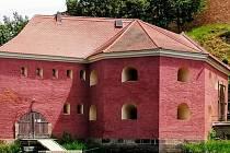 Písečná brána v Chebu je součástí bývalého městského opevnění.Byla vystavěna původně v gotickém slohu.