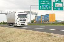 PRÁVĚ MÝTNÉ BRÁNY by údajně mohly sehrát důležitou roli v možnosti levnější přepravy osobními vozy po komunikaci R6.