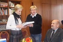 Klára Štěpánková s ředitelem chebského divadla Janem Svobodou.