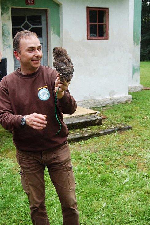 Devět dravců mohli lidé spatřit o víkendu v Přírodní rezervaci Soos u Nového Drahova. Konala se zde ukázka orlů, poštolek a dalších opeřenců.