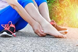 Patní ostruha znepříjemní každý krok.