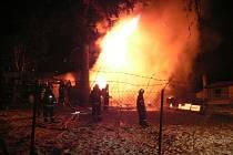 POŽÁR CHATY v Mechové likvidovaly tři jednotky hasičů.
