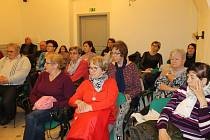 Téma besedy přitáhlo převážně ženské publikum.