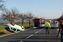 Při tragické dopravní nehodě u Okrouhlé na Chebsku zemřel osmapadesátiletý řidič Škody Fabia