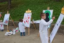 Desítky dětí a dospělích si přišly v sobotu odpoledne zamalovat do areálu krajinné výstavy v Chebu. Konal se zde totiž druhý ročník výtvarných dílen Mixxxart.
