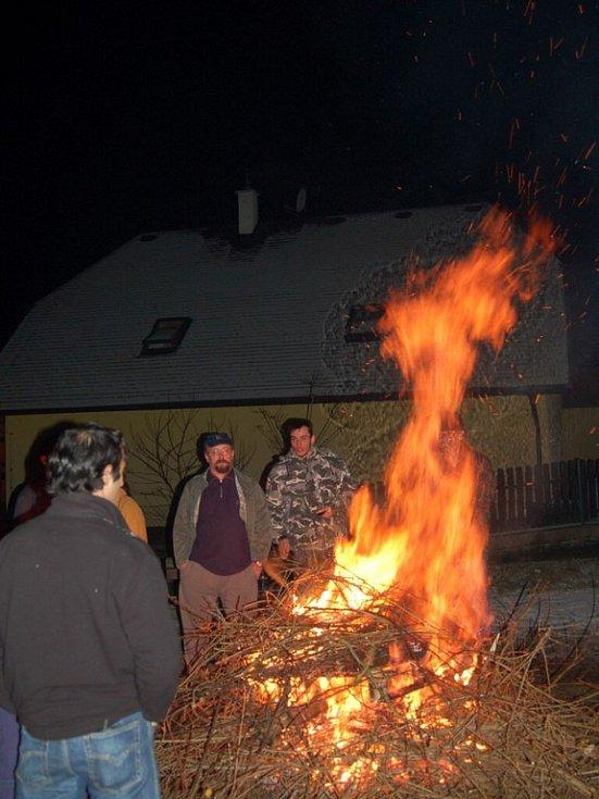Silvestrovský táborák ve Františkových Lázních