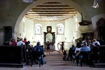 Kostel svatého Wolfganga v Ostrohu opět ožil.