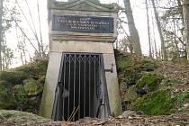 Komorní hůrka patří k nejznámějším sopkám na světě. Podzemní chodby bude možné navštívit letos na podzim.