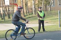 Umět se chovat v silničním provozu a znát dopravní předpisy, to je hlavním cílem dopravní soutěže žáků základních škol, která se uskutečnila v Mariánských Lázních.
