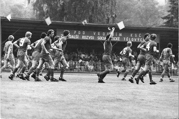 Tým Rudé hvězdy Cheb vybojoval v sezoně  1978/1979 postup do nejvyšší československé soutěže, bylo to v barážovém dvojzápase s Frýdkem-Místkem..