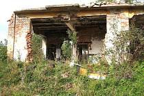 NELEGÁLNÍ SKLÁDKA v mariánskolázeňských Hamrníkách ´straší´ už léta obyvatele.