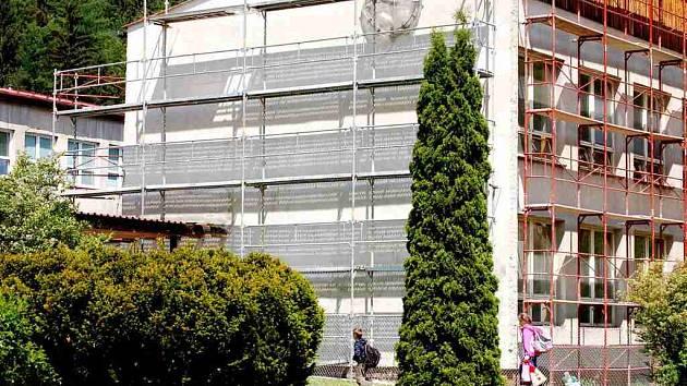 Oprava základní školy v Kraslicích.