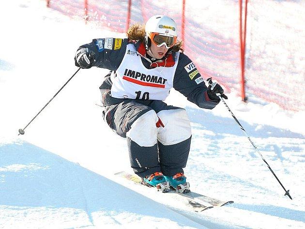 Česká olympionička Nikola Sudová obsadila páté místo v závodu Světového poháru v paralelní jízdě na boulích, který se konal za krásného, slunečného počasí na svahu Skiarea Mariánské Lázně.
