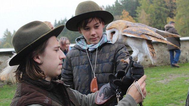 Děti i dospělé naprosto uchvátili dravci