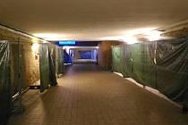 Jen pár týdnů byly v provozu výtahy na chebském nádraží a už nefungují. Před několika dny totiž podzemí nádraží zatopila voda, která poničila elektroinstalaci, a výtahy tak přestaly jezdit.