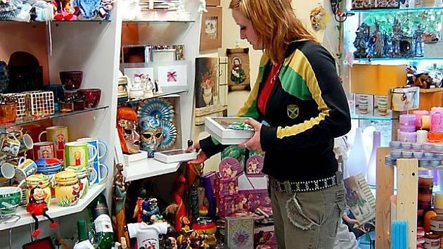 Na Den matek se připravují i v prodejně dárkového zboží v chebském špalíčku