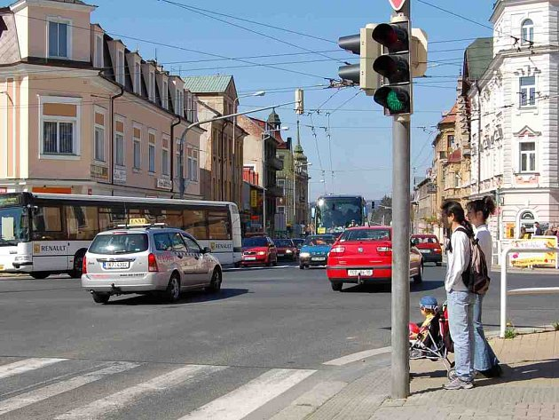 Kvůli stále se zvyšující dopravě je Chebská křižovatka v Mariánských Lázních na pokrajích své propustnosti