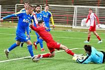 Druhou dělbu bodů si připsala karlovarská Slavia během posledních čtrnácti dní, když remizovala s Duklou B i Teplicemi B.