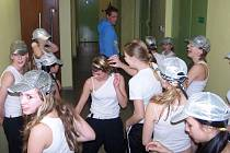HAZLOVŠTÍ  junioři před vystoupením při rozcvičce. Sedmé místo je určitě dobrým počinem.