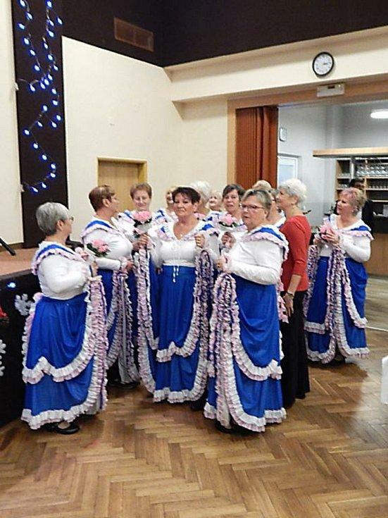 Členky Klubu žen v Drmoule.