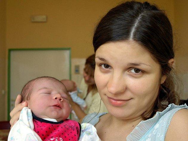AMÉLIE VIKTORIE ŠTÍTNÁ se narodila v úterý 4. srpna v 5.50 hodin. Při narození vážila 3570 gramů měřila 50 centimetrů. V Hranicích se už nemůže dočkat návratu maminky Eweliny a dcerky Amálie tatínek Petr.