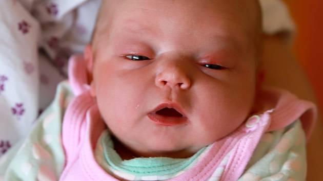 TEREZA HURTOVÁ se poprvé rozkřičela ve čtvrtek 20. června v 0.20 hodin. Při narození vážila 3 180 gramů. Doma v Aši se z malé Terezky radují sourozenci Matěj s Nelou, maminka Alexandra a tatínek Dušan.