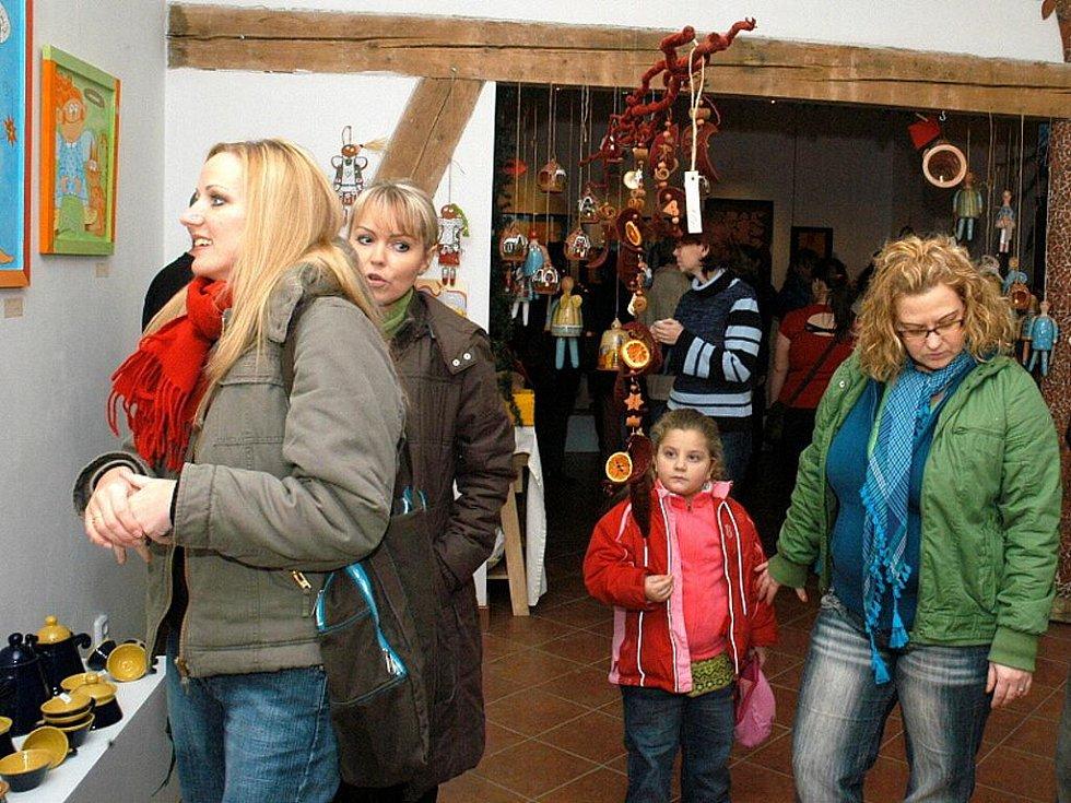VÝSTAVA KERAMIKY je poslední letošní akcí v galerii Na Háji v Aši.
